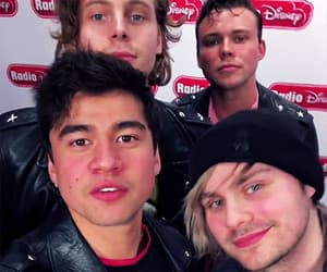 gif, luke hemmings, and 5 seconds of summer image