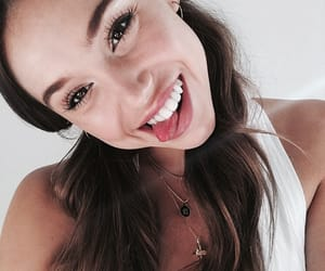 girls and alexis ren image