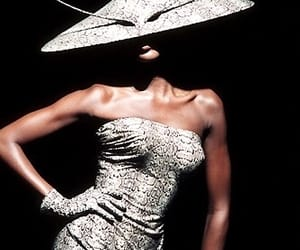 campbell, naomi, and philip treacy image