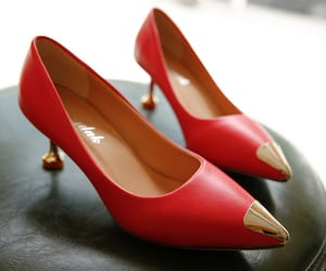 point toe date pumps image