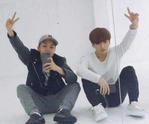 peace, selca, and maknae image