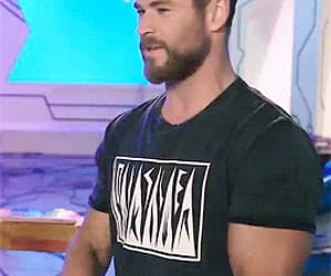 chris hemsworth and gif image