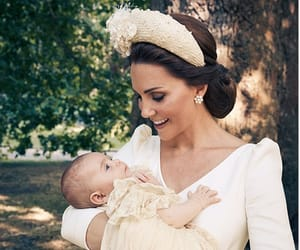 kate middleton, hijo, and bautizo image