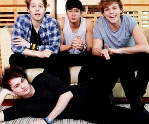 luke hemmings, 5 seconds of summer, and michael clifford image