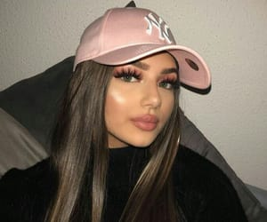 accesories, cap, and eyebrows image