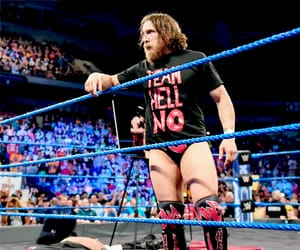 wwe, daniel bryan, and sdlive image