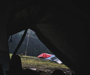 travel, lluvia, and campamento image