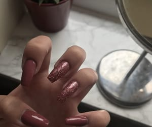 acrylic, glitter, and manicure image