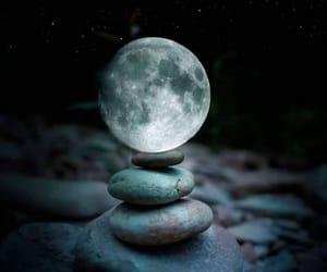 luna, piedras, and energía image