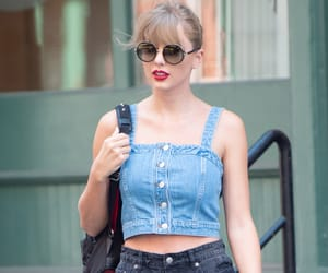 Taylor Swift, candid, and fashion image