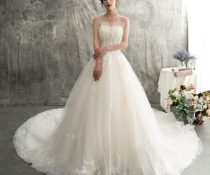 bridal, sweetheart wedding dress, and tulle wedding gown image