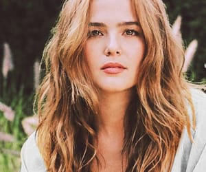 pretty, zoey deutch, and set it up image