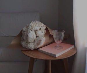 aesthetic, серый, and цветы image