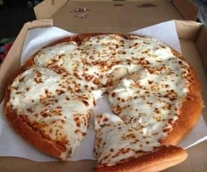 delicious, pizza, and yummy image