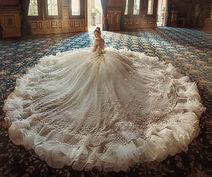 beautiful, dress, and Queen image