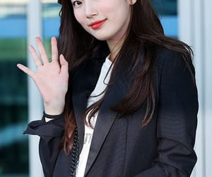 airport, fashion, and suzy image