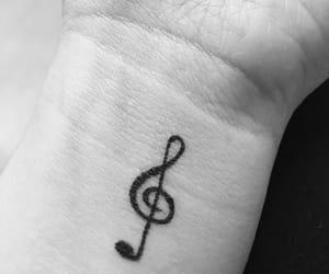 musik, tattoo, and schwarz-weiß image