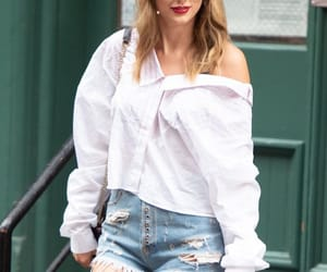 Taylor Swift, candid, and Reputation image