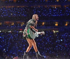 Taylor Swift, rain, and reputation tour image