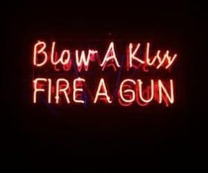 gun and kiss image