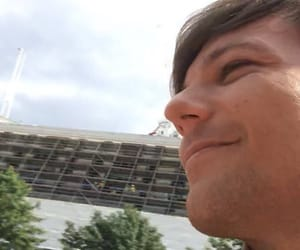 louis tomlinson, celebrity, and wallpaper image