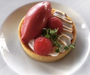 dessert, tart, and raspberry image