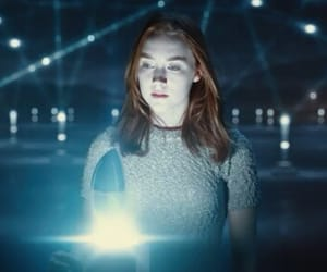 Saoirse Ronan, the host, and light image
