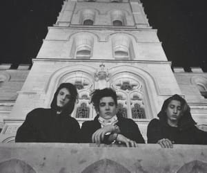 article and chase atlantic image