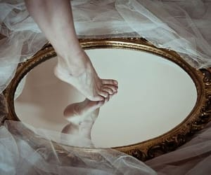 mirror, tumblr, and pale image