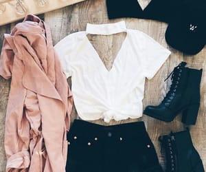 branco, clothes, and boné image