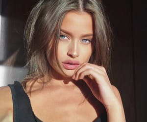 model, selfie, and lexi wood image