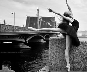 black and white, photography, and beauty fashion girl image