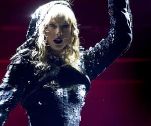Taylor Swift, Reputation, and gillette stadium image