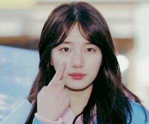 bae suzy, 배수지, and gif image
