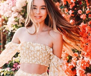 beauty, sierrafurtado, and flowers image