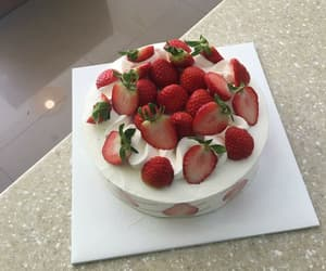 cake, strawberry, and aesthetic image