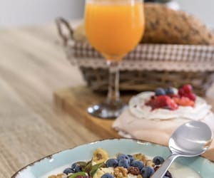 breakfast, pavlova, and merengue image