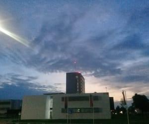 azul, edificio, and cielo image