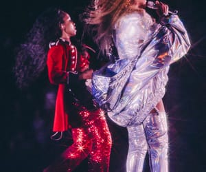 on the run, yonce, and mrs carter image