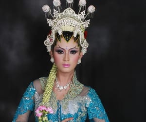 tutorial make up, rias pengantin surabaya, and kursus rias pengantin image