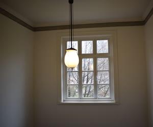 museo, ventana, and lámpara image