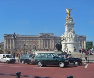 Buckingham palace, treasures of traveling, and Great Britain image