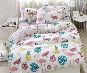 cama, flor, and piña image