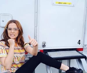 theme and zoey deutch image