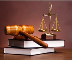 business lawyer and corporate law image