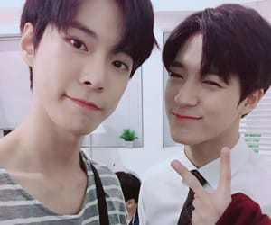 kpop, doyoung, and jeno image