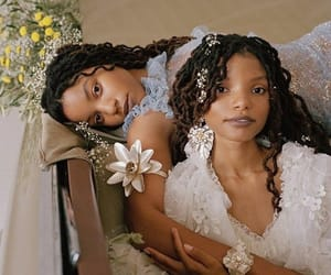 sisters and chloexhalle image