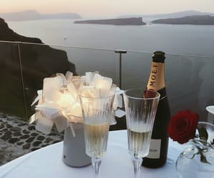 drink and moet image