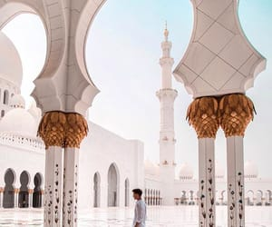 influencer, sheikh zayed grand mosque, and keeevsch image