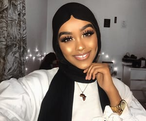 Edna, makeup, and muslim image